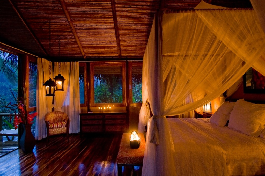 Evenings at Pacuare Lodge are an intimate affair. Photo by Andrés Madrigal.