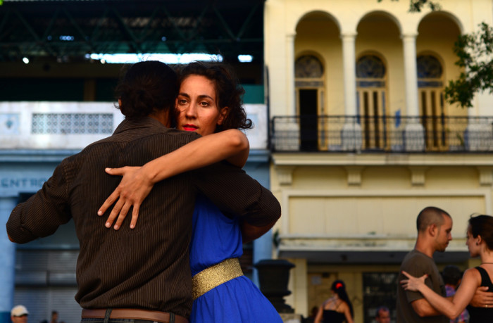 Tango dancers spend a Sunday afternoon on the Paseo del Prado.