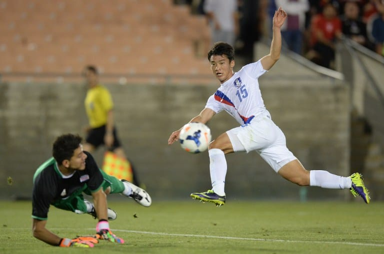 Kim Min-woo (R) of South Korea and Costa Rica's goalkeeper Leonel Moreira