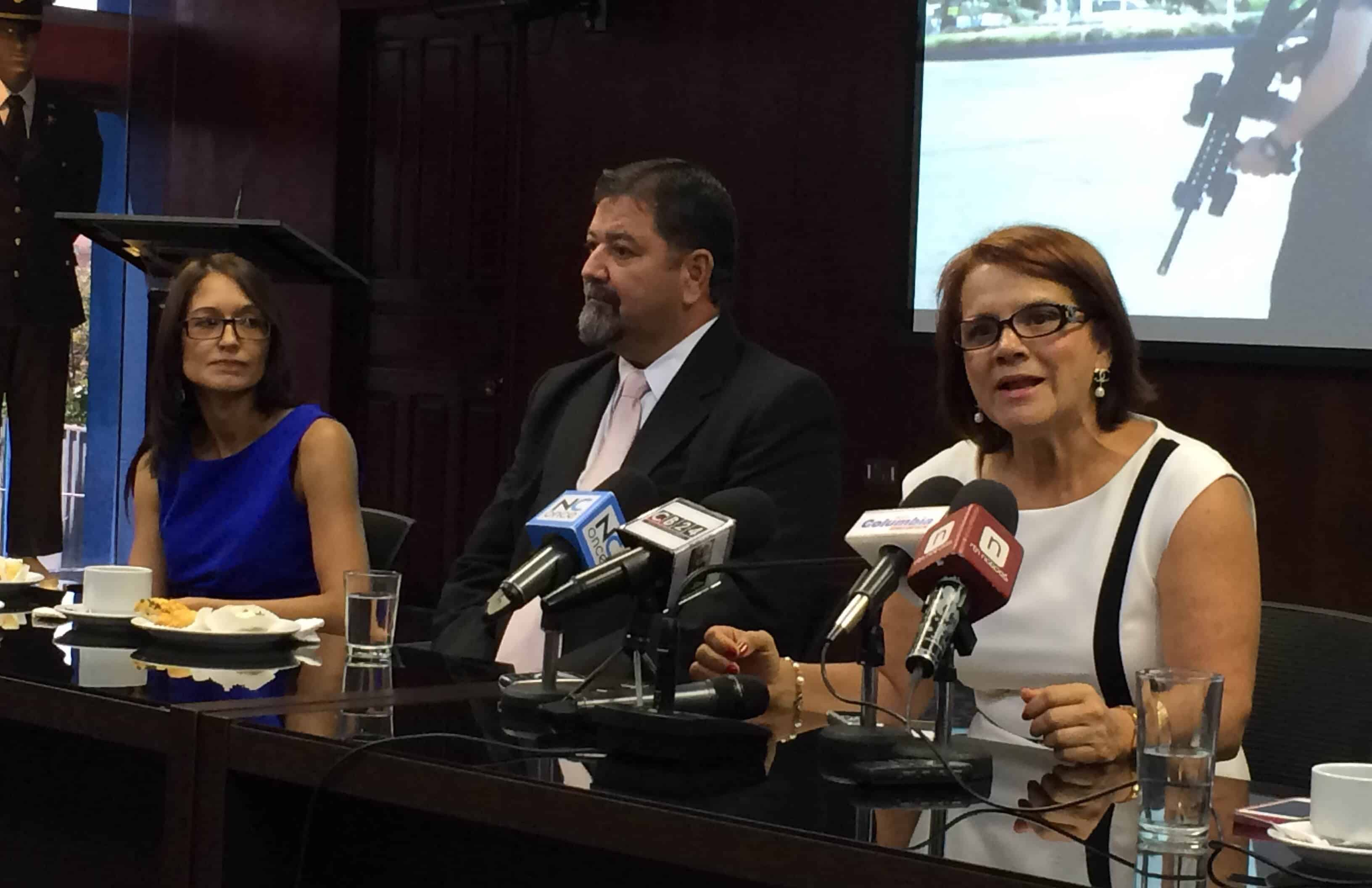 Public Security Minister Gustavo Mata, center, speaks at a press conference in 2014.