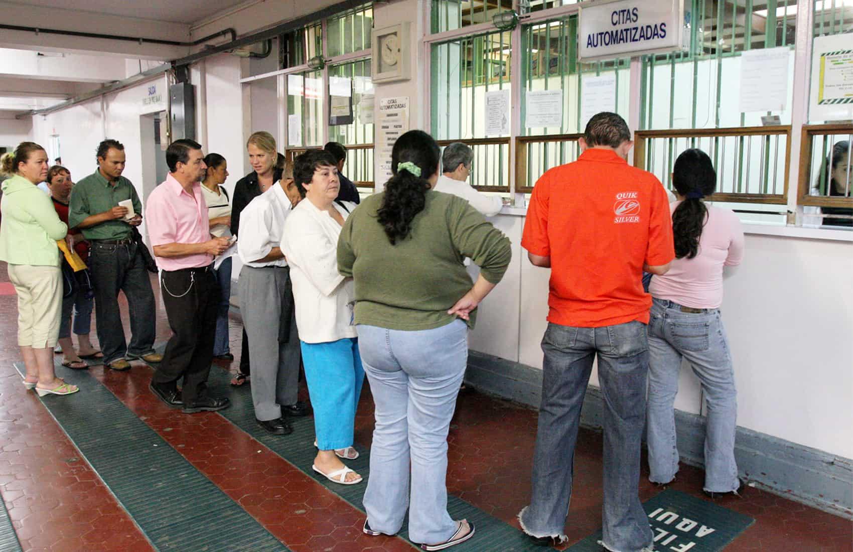 Lines at Caja's hospitals