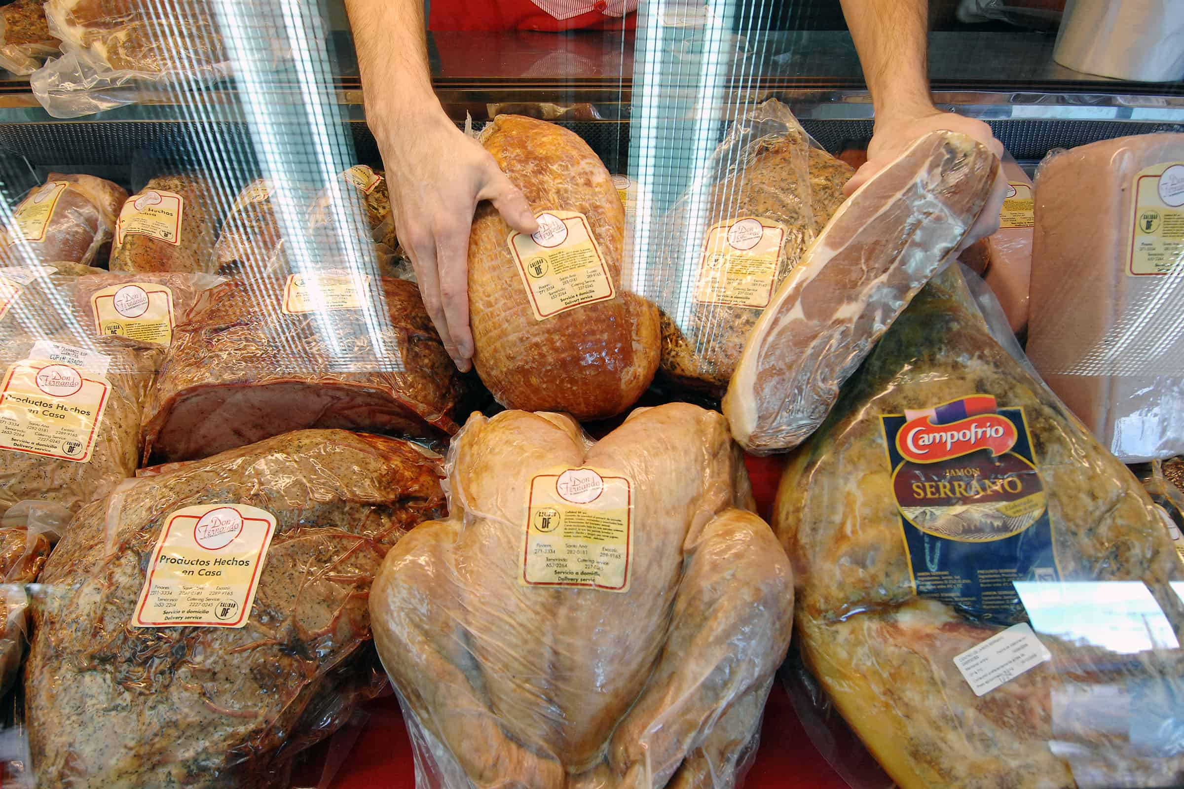 Turkeys aren't cheap in Costa Rica, but they're plentiful in area supermarkets