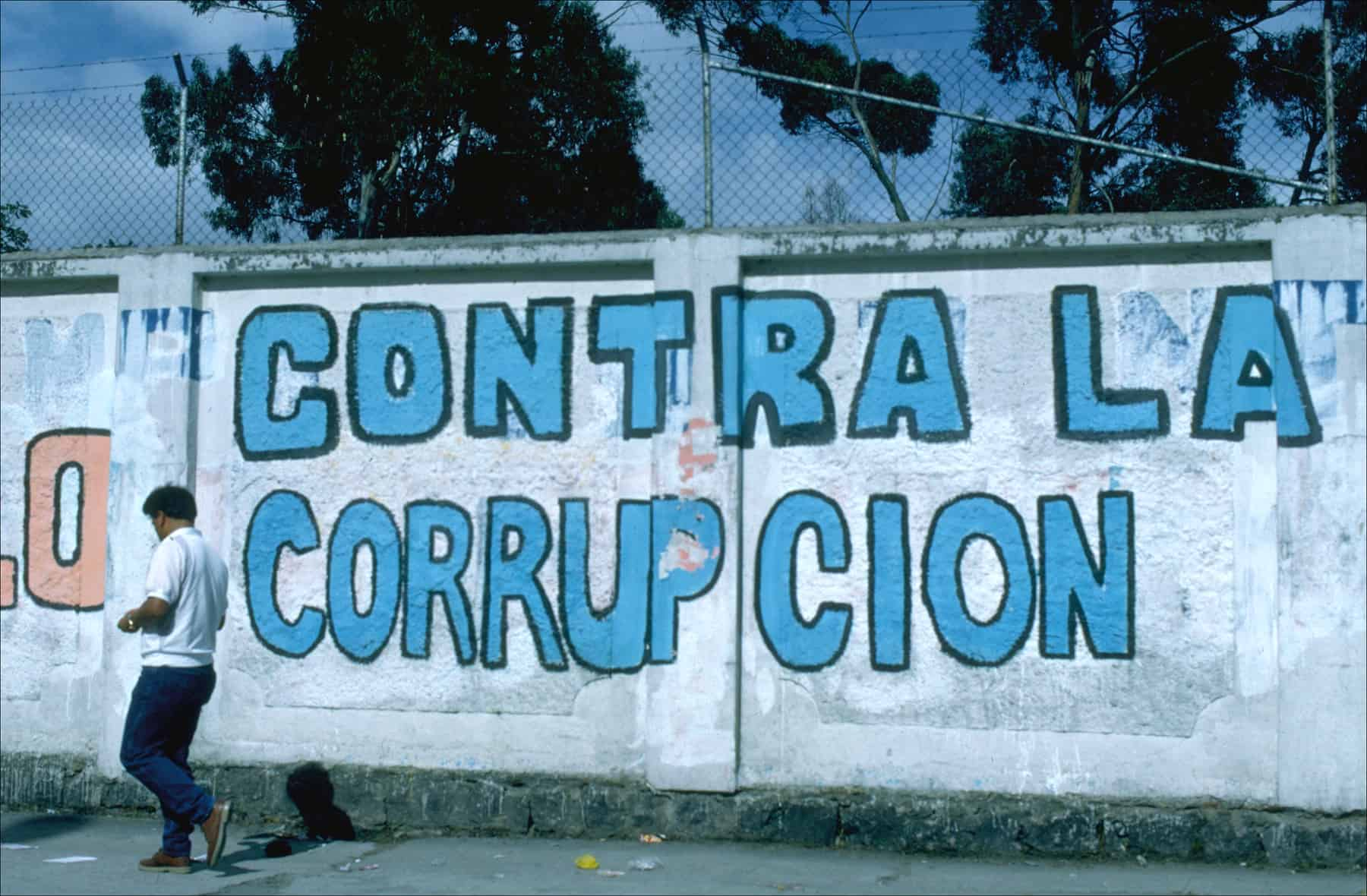 Anti-corruption graffiti along a concrete wall in Quito, Ecuador.