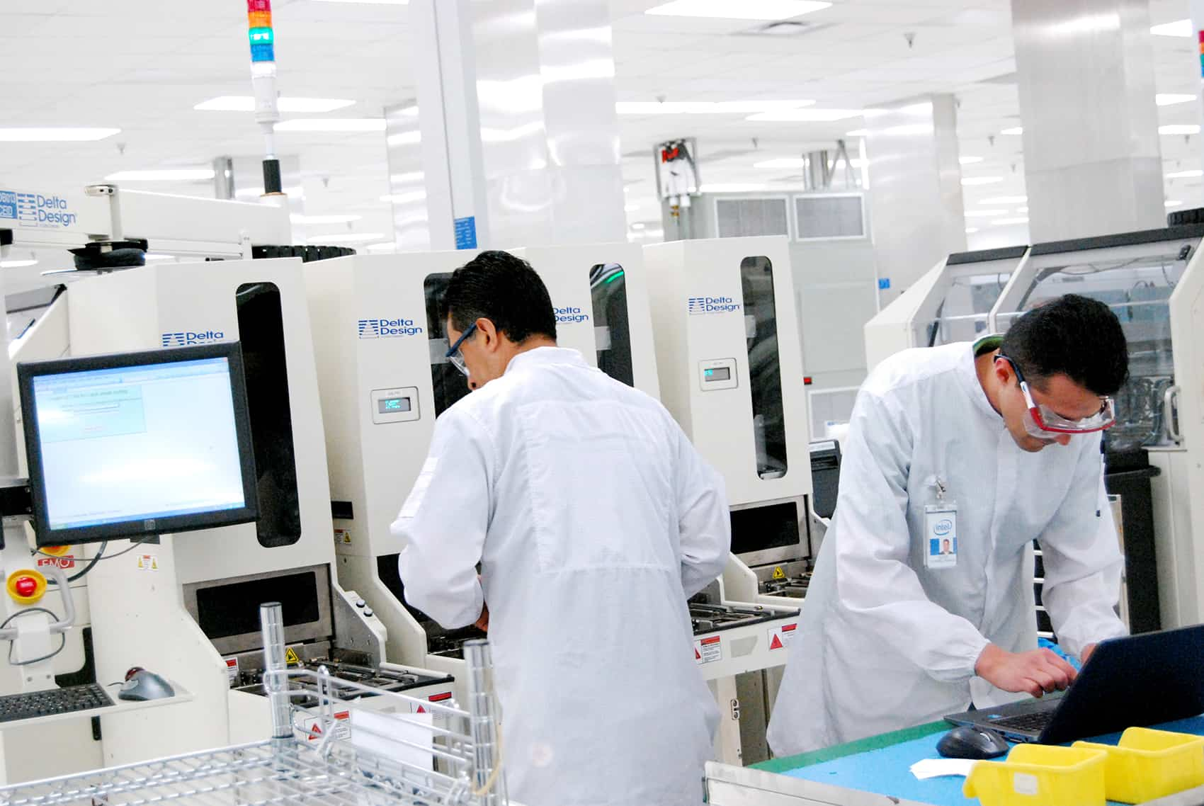 "Workers at Intel's new quality control ""mega laboratory,"" inaugurated Dec. 17, 2014."