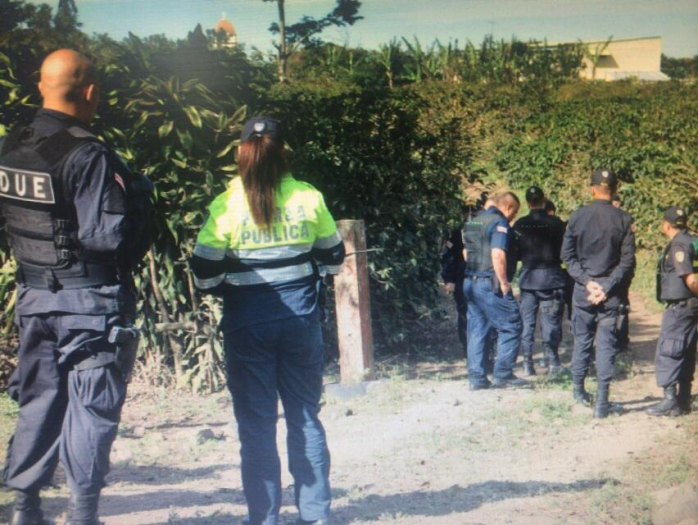 Costa Rican police search the area near where Ryan Piercy's abandoned car was found.