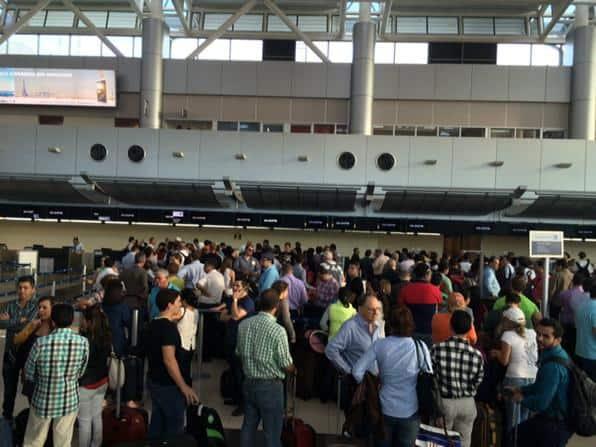 Long lines at Juan Santamaría International Airport, March 13, 2015.