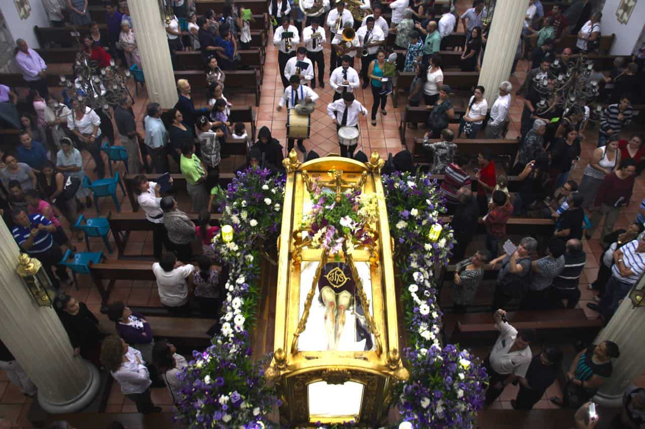 Pallbearers carry a mannequin representing the crucified Jesus Christ at the Church of the Archangel Michael in San Miguel de Escazú.