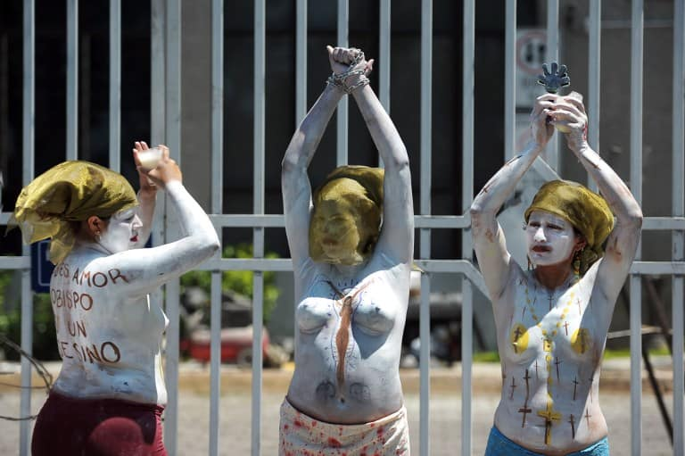 Members of feminist organizations demonstrate in favor of abortion outside the courthouse of San Salvador on May 15, 2013.