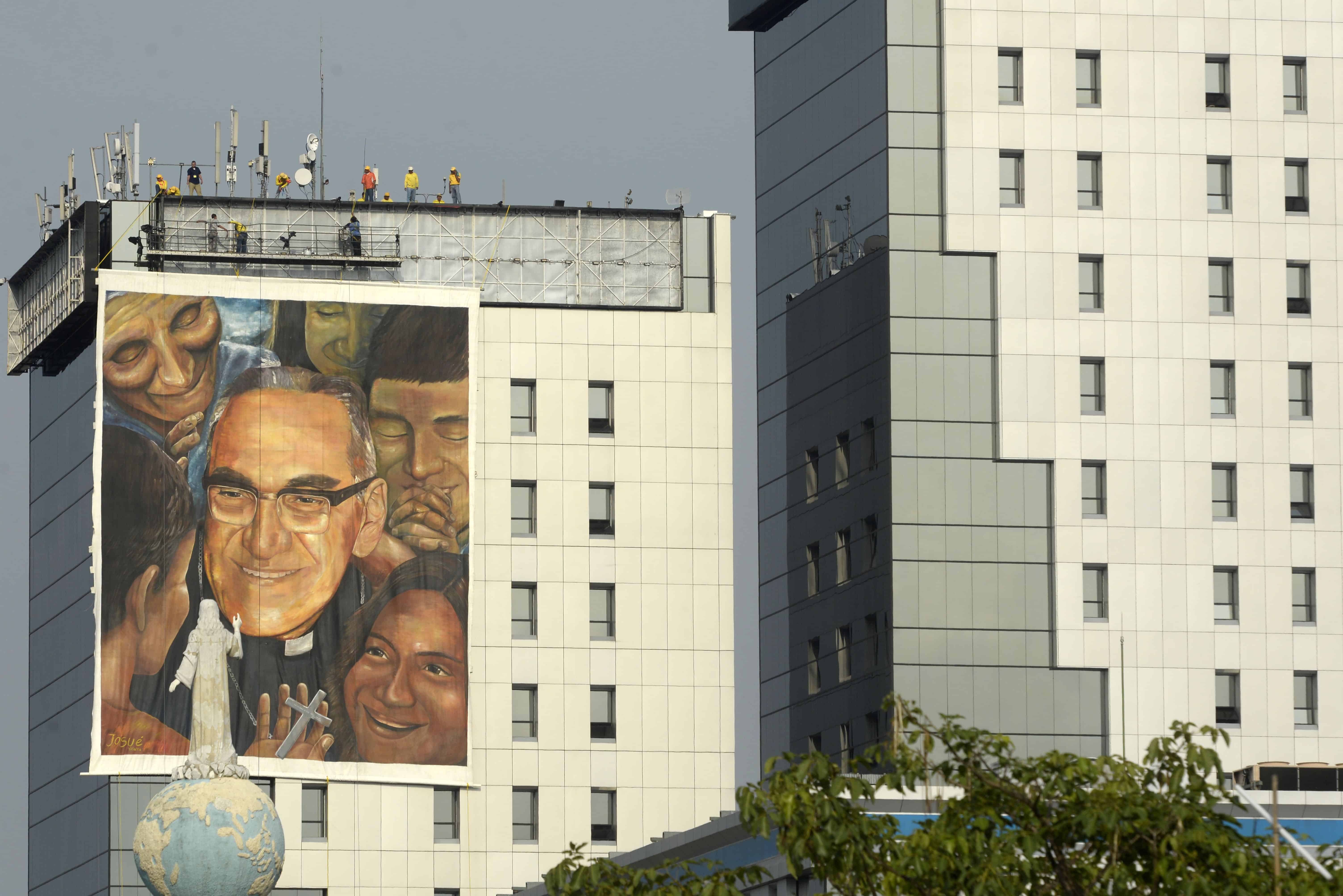 Workers hang a giant painting on May 19, 2015 dedicated to Monsignor Oscar Romero (1917-1980), who will be beatified next May 23, in San Salvador.