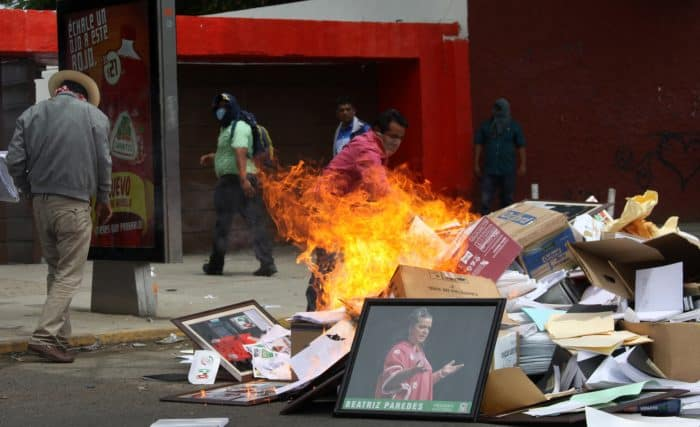 Teachers of the National Union of Education Workers (SNTE) burn documents and office furniture.