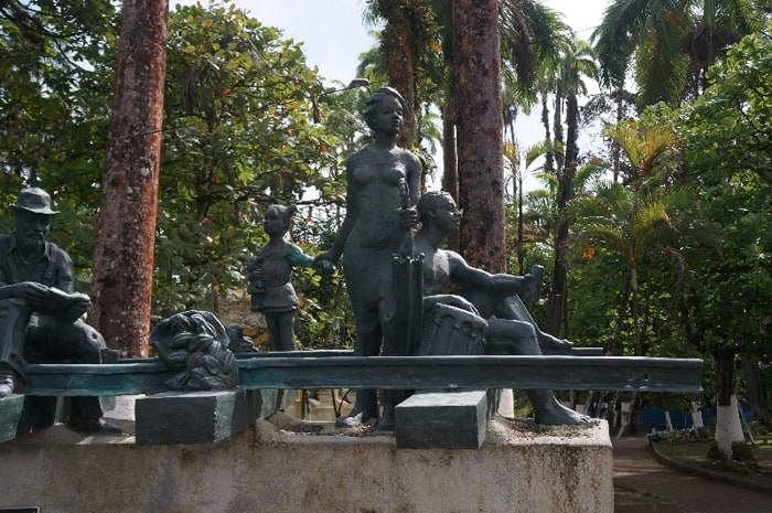 Sculpture of a family and an older man in downtown Limón.