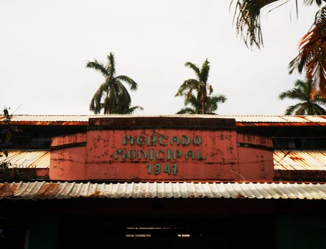Limón's central market.
