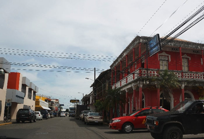 The streets of Limón.