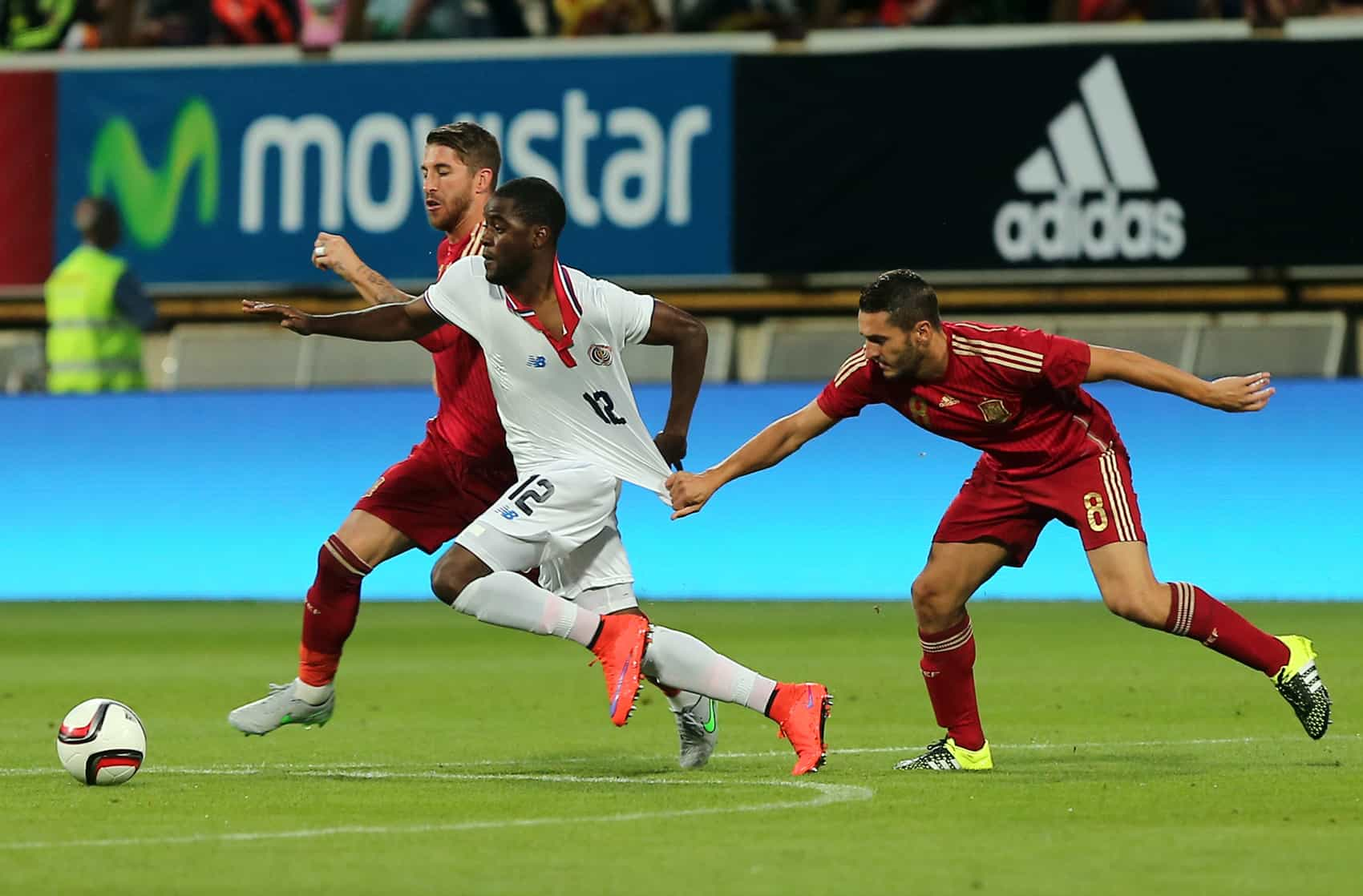 Costa Rica's forward Joel Campbell (center) vies with Spain's midfielder Koke (right) and Spain's defender Sergio Ramos during the friendly match at the Reino de León stadium in León, Spain on June 11, 2015.