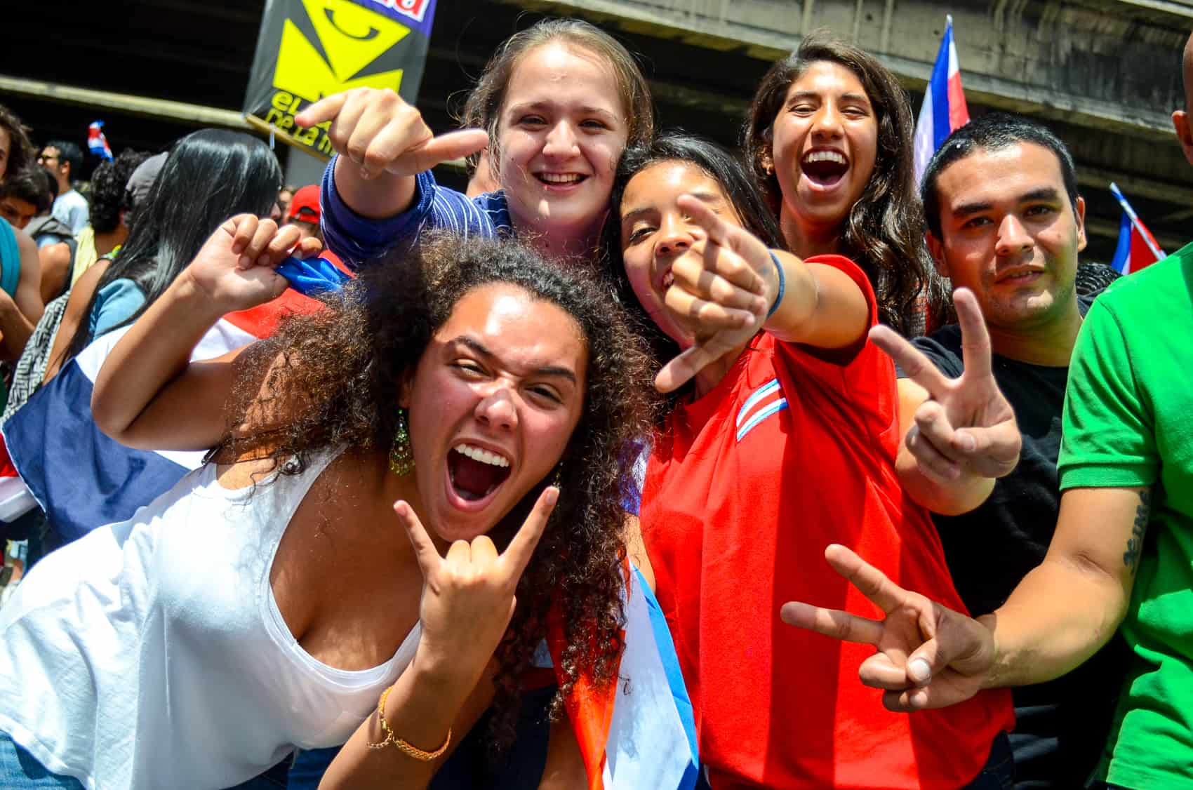 A group of smiling, young Costa Ricans