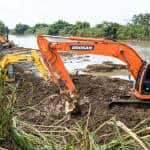 Back hoes work at the Matina river in the province of Limón after heavy rains flooded the area las weekend.