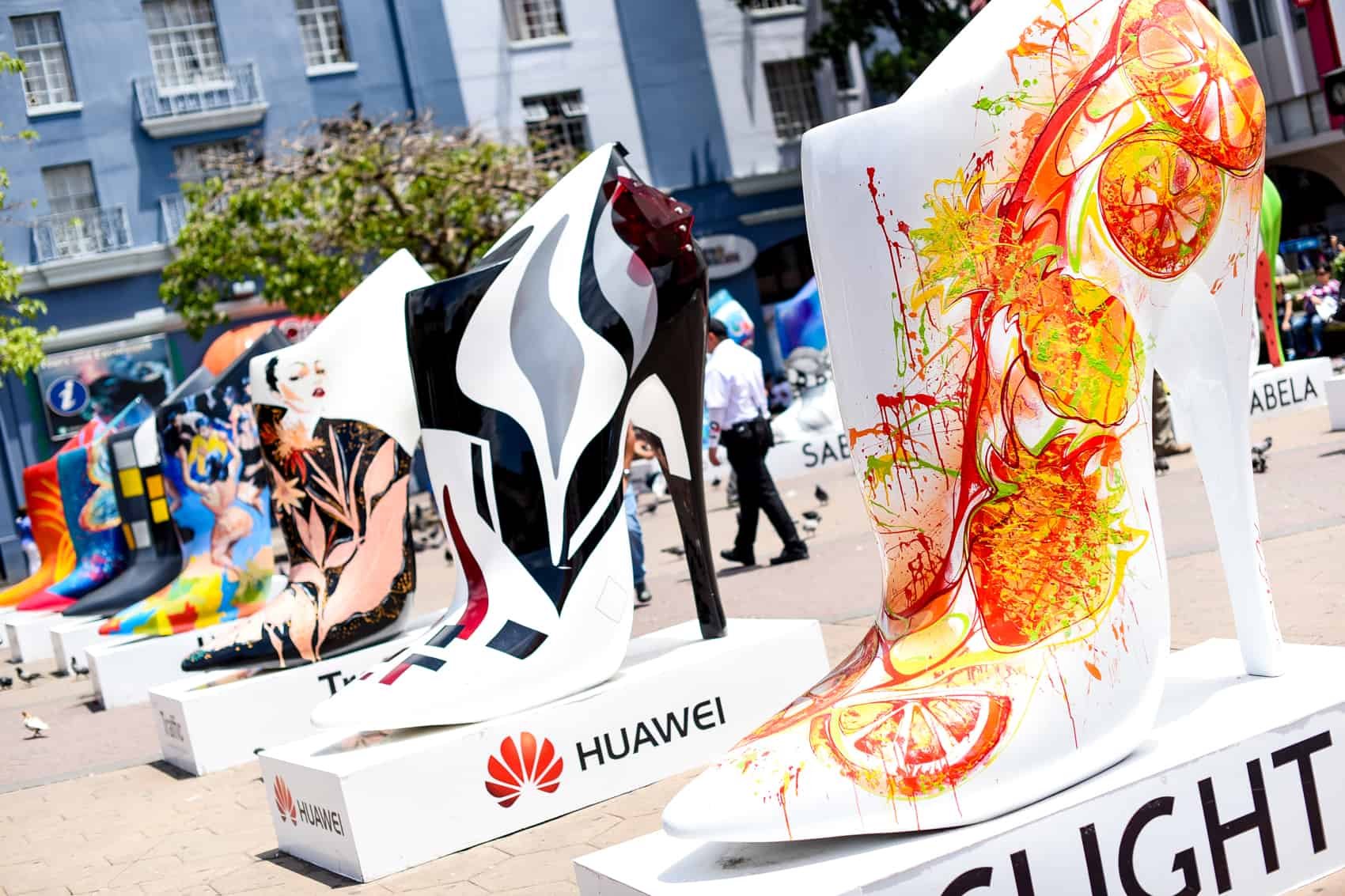 The Urbana Fashion Street Art 2015 exhibit presents 24 high heel shoes 2,5 mts high, 2,5 mts long and 1,5 mts width intervened by 20 Costa Rican artists from June 30 to July 14.