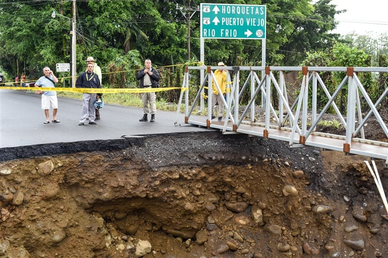 Following damages from recent flooding, Route 4 through Sarapiquí is fully repaired.