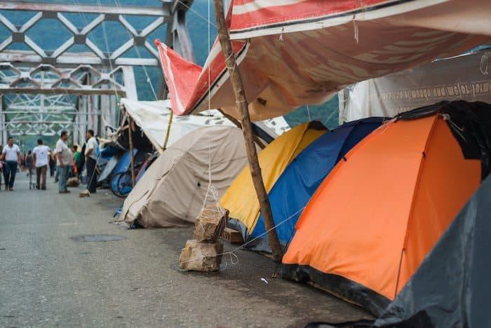 tents of Palmar Sur protesters on Térraba bridge