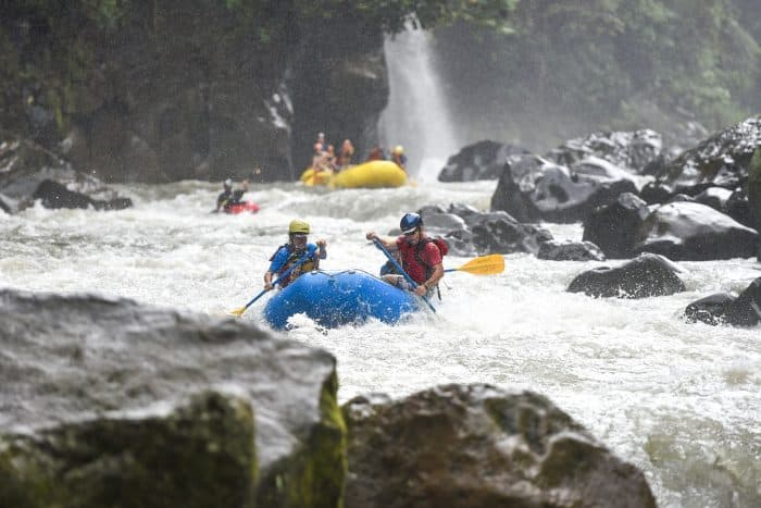 Osvaldo Durán Castro, in red, leader of a coalition seeking to permanently protect the Pacuare from being dammed, lends a hand on a rafting trip for journalists.