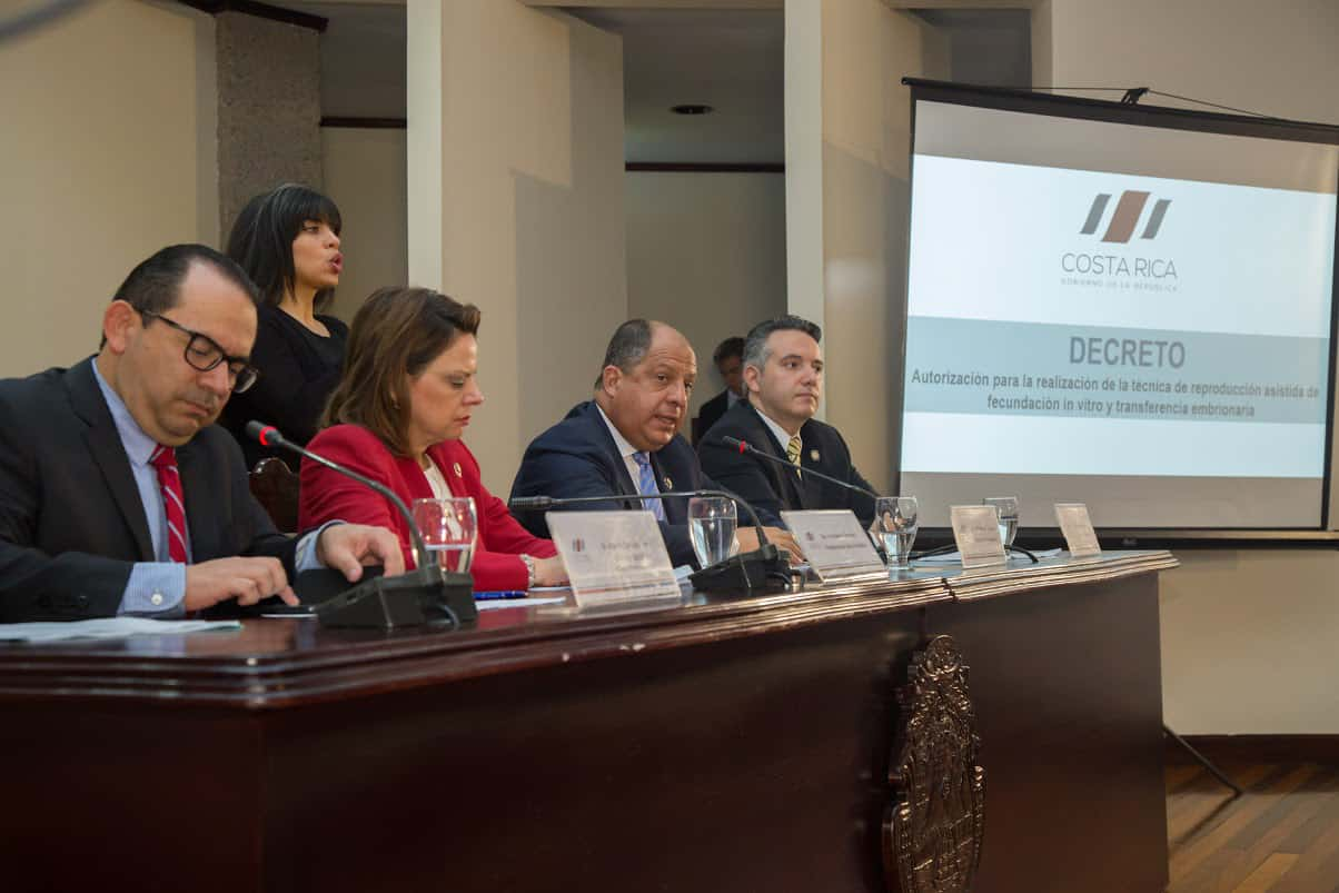 From left, Casa Presidencial attorney Marvin Carvajal, Vice President Ana Helena Chacón, President Luis Guillermo Solís and Health Minister Fernando Llorca at Casa Presidencial on Sept. 3, 2015.