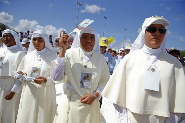 Nuns and Pope Francis in Cuba.