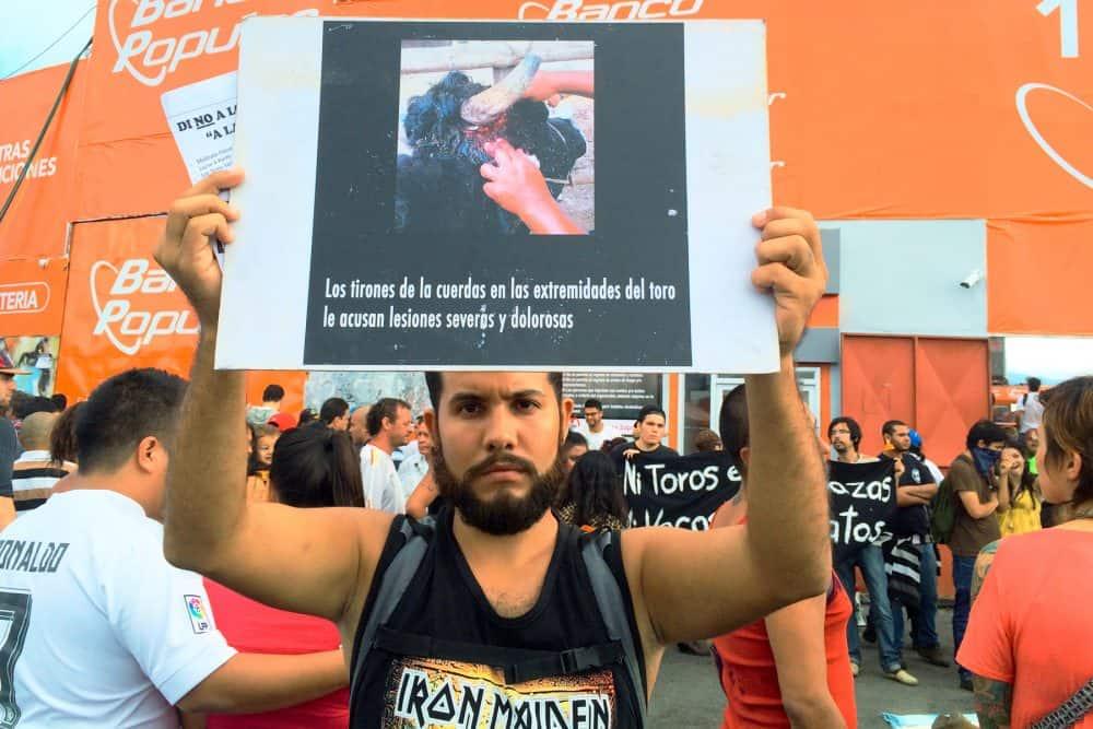 Manifestación contra las corridas de toros en Tico.  25 de diciembre de 2015