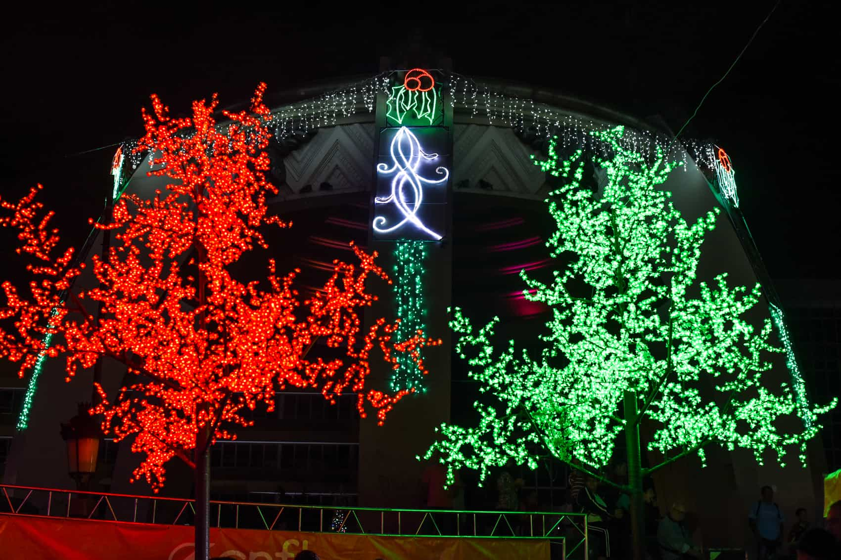 The Kiosk and some streets in San José were illuminated December 03.