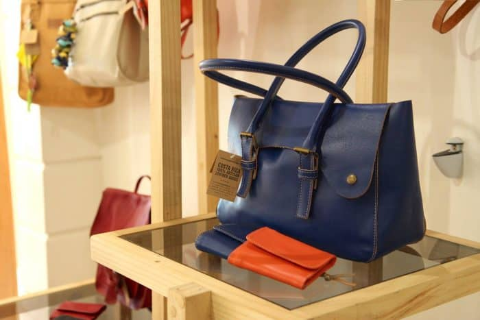 Cueropapel&tijera has the best leather bags to gift this holiday season. [Via Facebook]