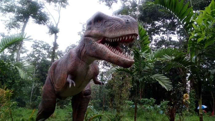 T. rex: Short arms, big teeth.