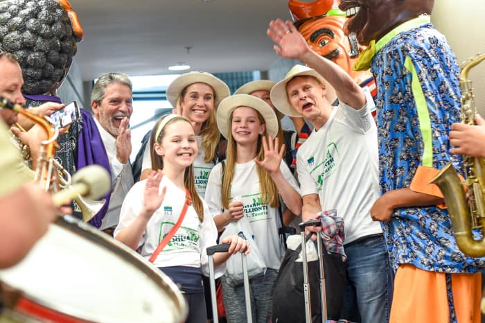 Tourism Minister Mauricio Ventura, left, welcomed the Kratochvil family, the 1 millionth visitors to Costa Rica from the U.S., on Dec. 18, at Juan Santamaría International Airport.