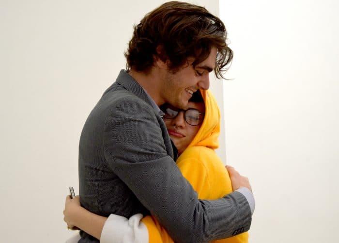 A fan happily hugs RJ Mitte. Amanda Zúñiga/The Tico Times