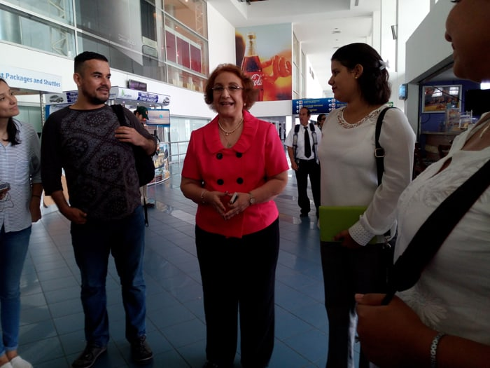Sylvia Levy, president of Nicaragua's National Chamber of Tourism, welcomes journalists from Costa Rica.