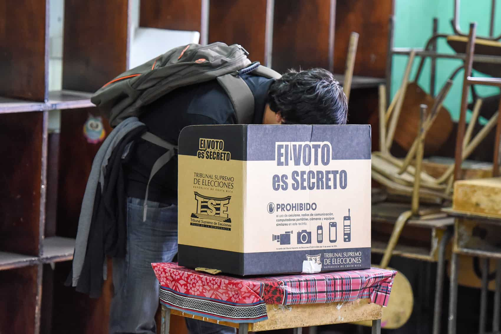 Municipal elections: A man votes at the República del Perú school in San José.