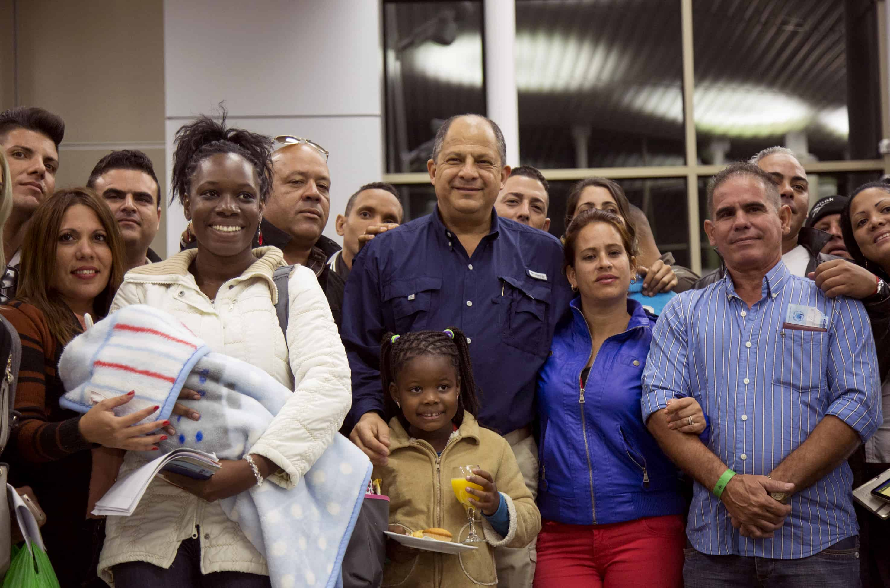 Costa Rica President Luis Guillermo Solís, center, with a group of Cuban migrants