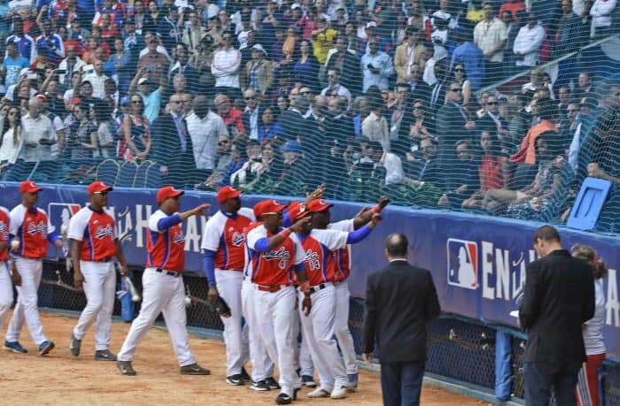 Obama in Cuba | The presidents and family take in a baseball game