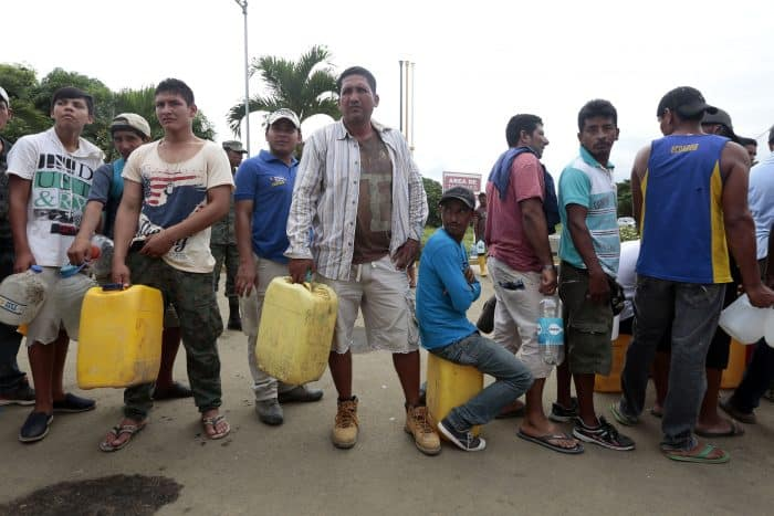 people lined up to get water after Ecuador earthquake