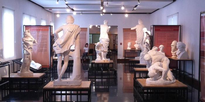 An art student, center left, sketches a replica of Venus de Milo.
