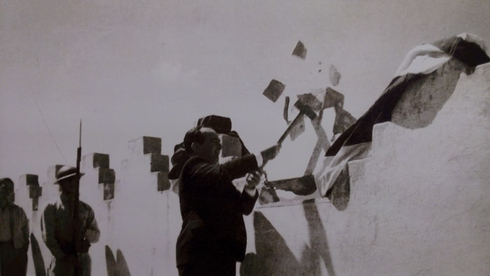 José Figueres Ferrer, winner of the 1948 civil war, destroys parapets on top of the Bellavista Fortress.