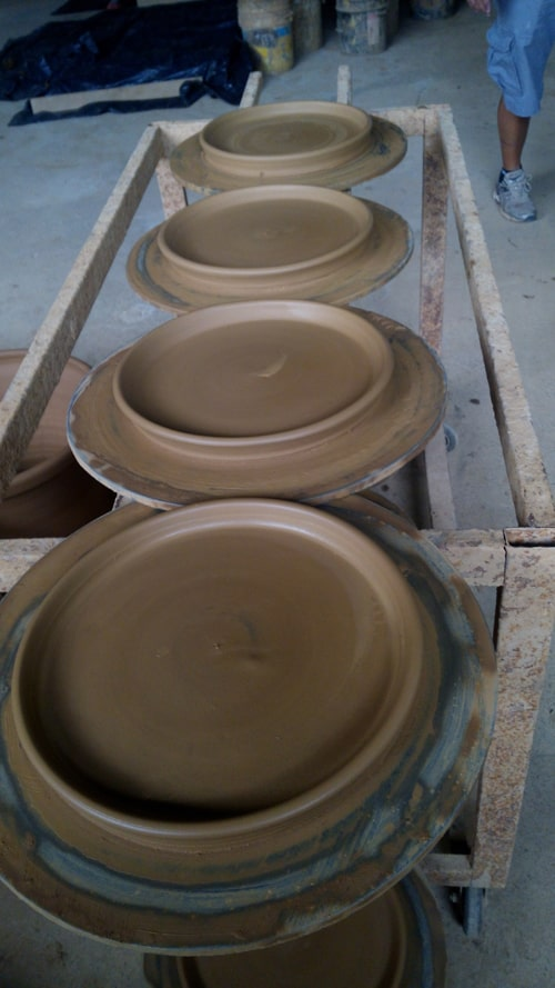 ¡Listo! Newly crafted bases for clay pots.
