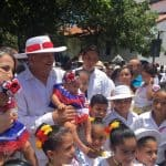 Luis Guillermo Solis with kids