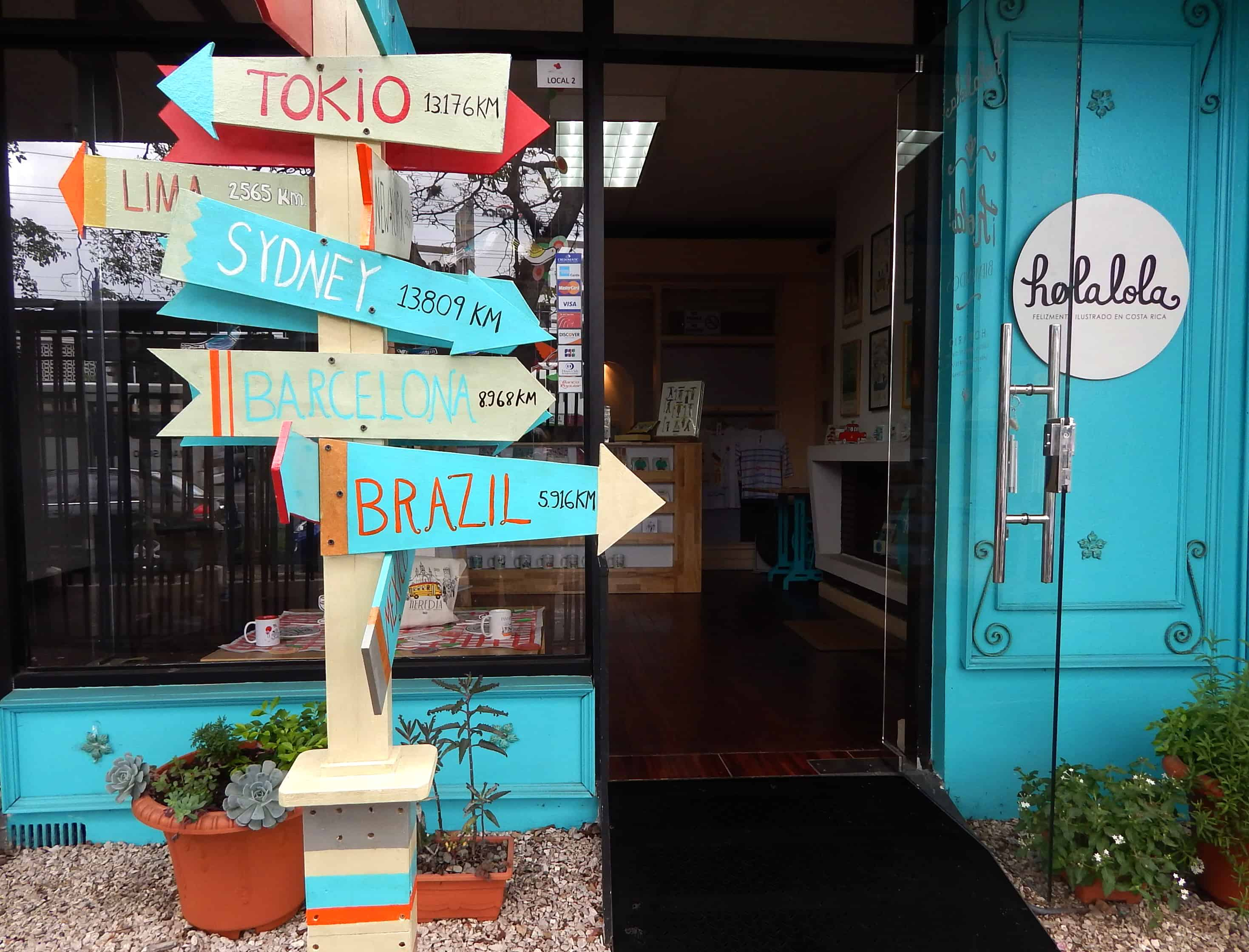 Holalola storefront in Los Yoses