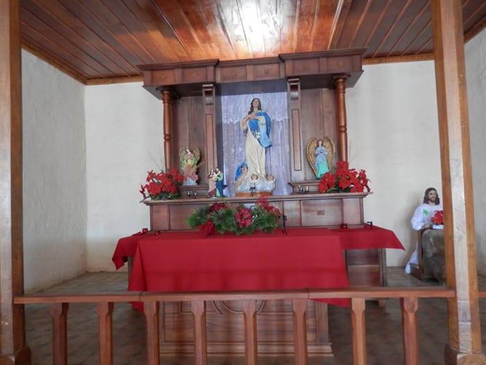 Altar in the chapel in El Llano.