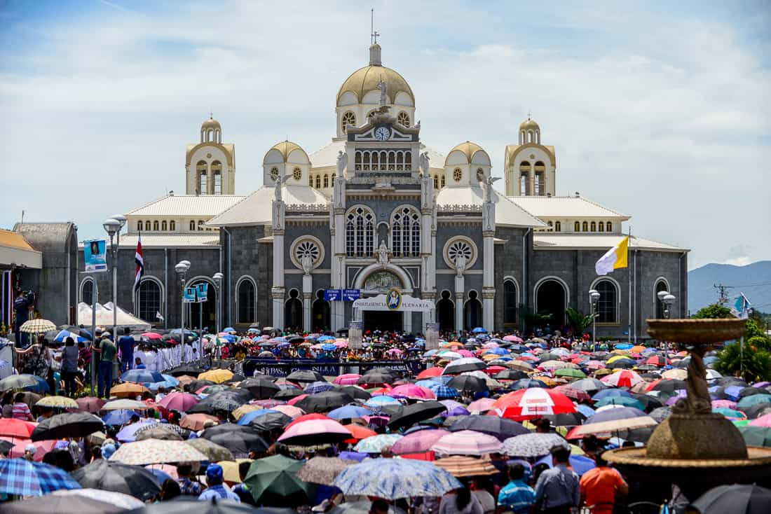 Thousands of Catholics gathered in the plaza of the Basílica de Nuestra Señora de Los Ángeles in Cartago for the annual pilgrimage known as the Romería.