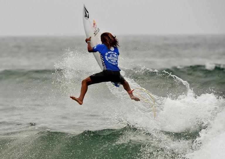 Cali Muñoz catching air