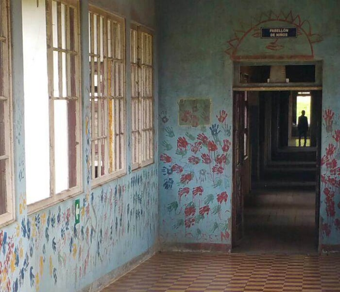The person who snapped this picture at the Sanatorio Durán insisted there was no shadowy figure in the background when she took it.