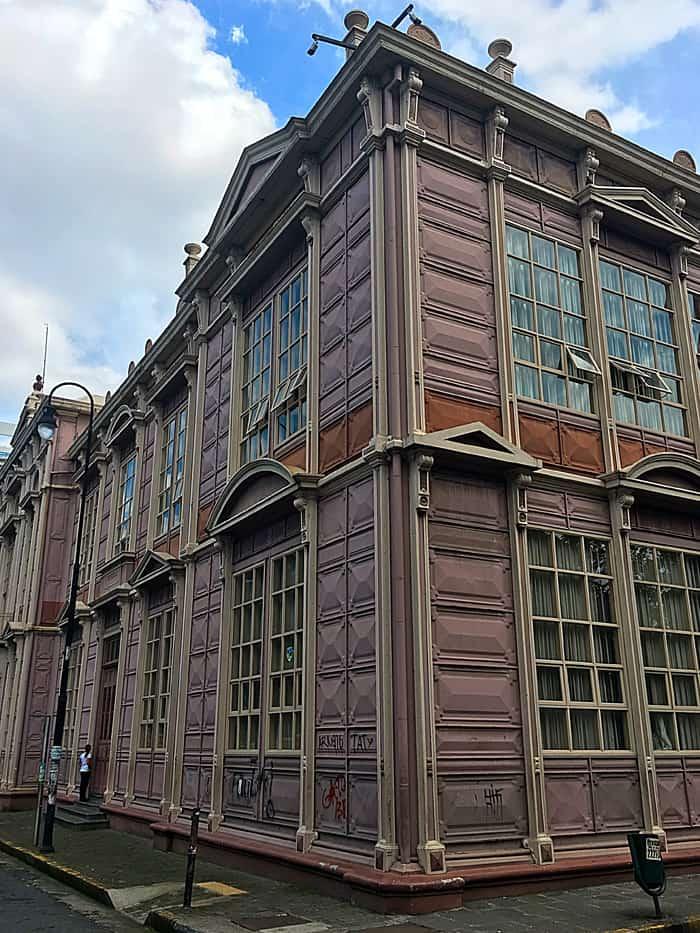 La Escuela Metálica.