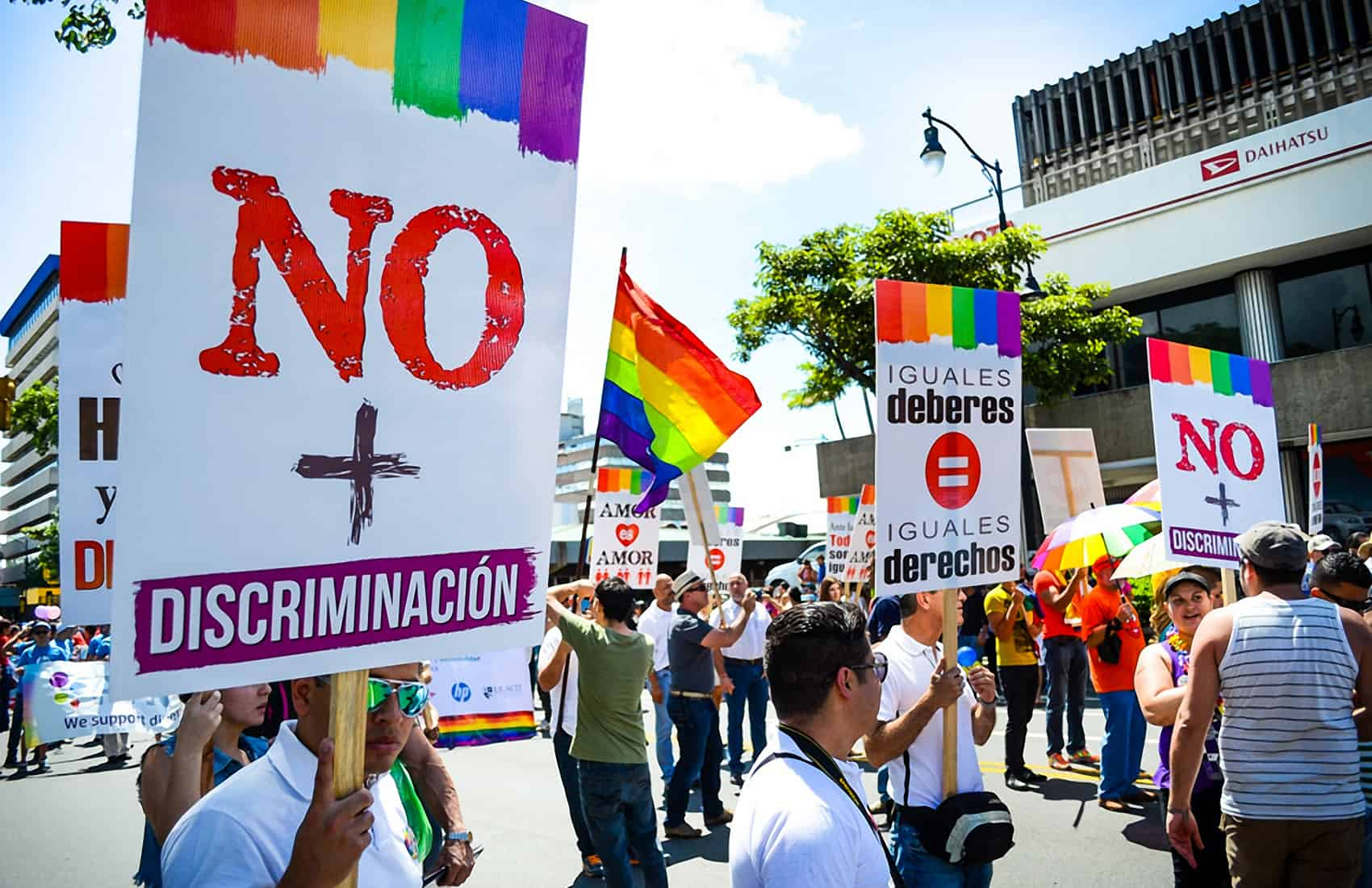 Almost 60 percent of people surveyed by researchers from the University of Costa  Rica in 2017 oppose same-sex marriage. (Alberto Font/The Tico Times)