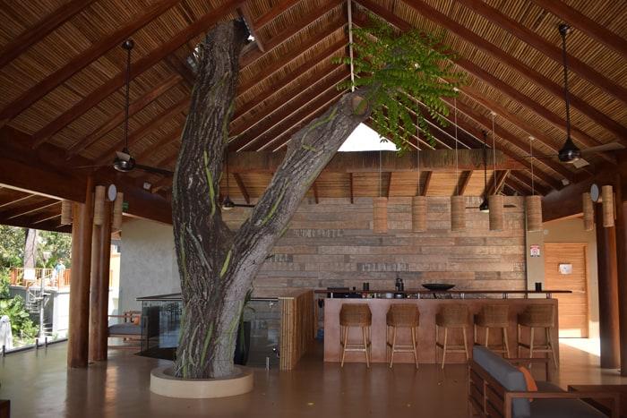 The third-floor lounge at Lagarta Lodge.
