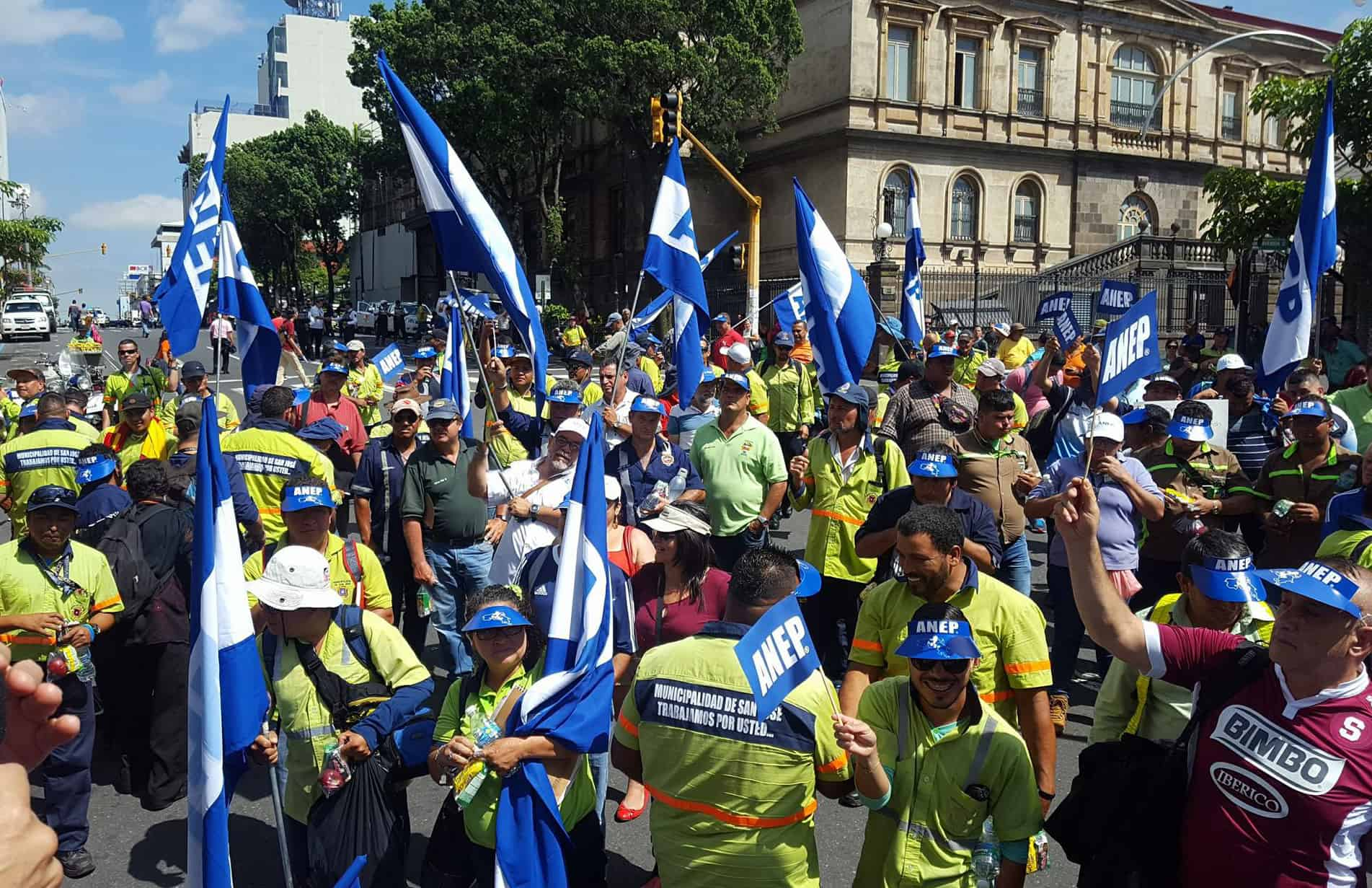 Public workers' unions demonstration in San José. May 22, 2017.